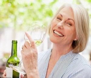 Umjereno konzumiranje alkohola korisno za starije žene